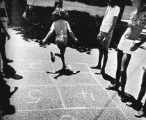 playing-hopscotch-rules-fun