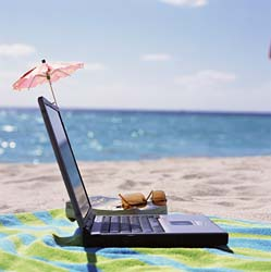 using-laptops-in-the-sun